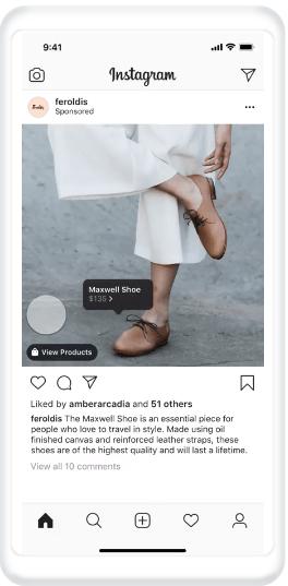 Εικόνα με την οθόνη ενός κινητού που απεικονίζει ένα Instagram post με παπούτσια που έχει γίνει tag το προϊόν.